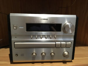 Yamaha Stereo/Cd Player with speakers