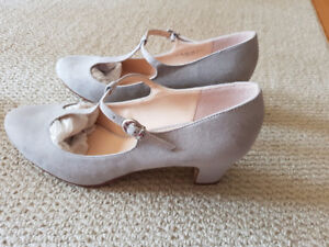Brand New Grey Pumps (from England) - Size 42 (CDN 10)