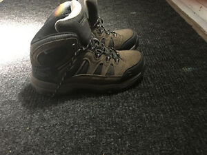mens hiking boots- size 8