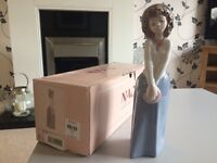 Lladro Nao girl figurine boxed, in excellent condition