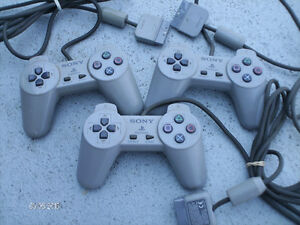 PLAYSTATION  4WAYS+3Manettes+2Cartes Mémoire. PLAYSTATION