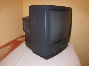 Sharp 20 inch TV and VCR Combination. Kitchener / Waterloo Kitchener Area image 2