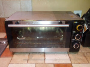 Small toaster oven - works perfectly, needs a bit of cleaning