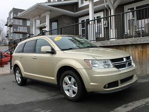 2011 Dodge Journey SXT / 3.6L v6 / Fwd / Auto **Family Ready**