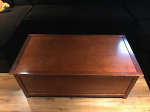 Coffee table / with storage