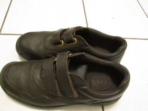 Arnold Palmer Men's Leather Shoes. Brown.