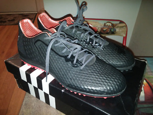 Soulier soccer int. Adidas  neuf + pads neuf