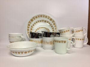 PYREX BUTTERFLY GOLD COLLECTION!!!! (52 pieces)