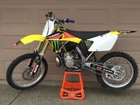 2006 RM250 2 STROKE. CLEAN AND GOOD CONDITION