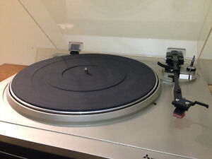 2 vintage turntables record players