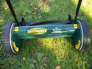 "14"" YARD-WORKS REEL LAWN MOWER . ."