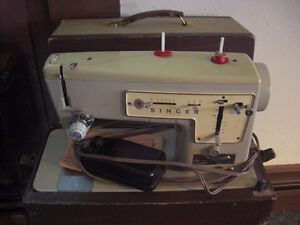 Singer 447 Sewing Machine, with Carrying Case