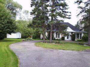 Maison à vendre au bord de la rivière de Chicoutimi,