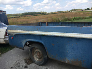 1969 Fargo 8' box / with tailgate