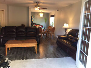 Renovated 2 Bedroom Pet Friendly Townhouse With Backyard