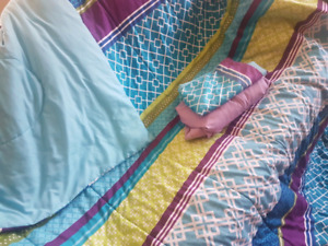 Twin comforter, fitted sheet n pillow case for sale