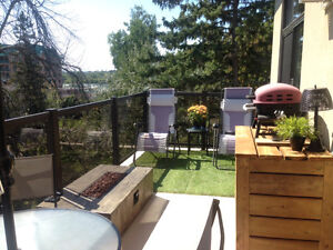 Beautiful top floor condo minutes from downtown Ottawa