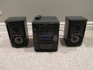 SONY Compact Disc Deck Receiver- with 2 speakers