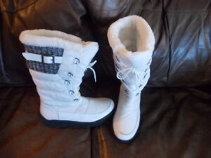 White Ladies Winter Boots - new Cougar size 9
