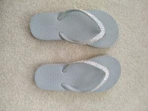 Size 12/13 girls old navy rhinestone flip flop