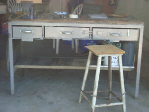 work bench with vice and stool Kitchener / Waterloo Kitchener Area image 1