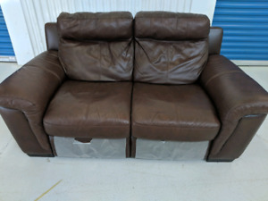 Natuzzi Cindy Crawford Home Leather Electric Recliner Loveseat