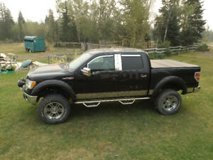 2010 ford f 150 lariat black, lifted and low km 4x4