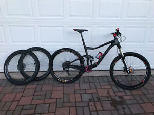 Custom built Giant Trance Advanced 1 (Carbon)MTB for sale.