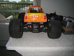 1/8 Scale 4 Wheel Drive CEN Monster Truck With Recording Cameras