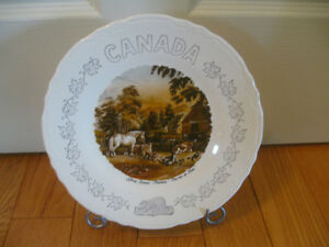 BEAUTIFUL PAIR of CURRIER & IVES DECORATIVE WALL PLATES..