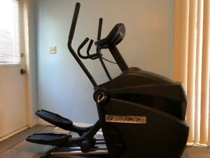 Octane Fitness Q35e Elliptical - Excellent condition