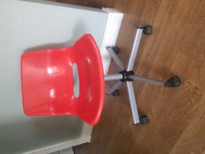 Bureau ikea achetez ou vendez des meubles dans sherbrooke