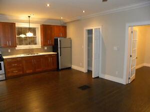 Mod/Deco 2 Bed with insuite laundry and parking! REDUCED $1200!