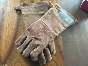 New leather grilling gloves by Outset