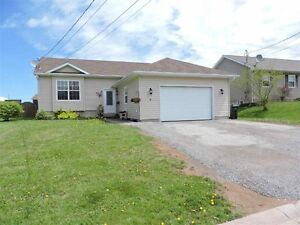 Nice family home in Amherst with an IN-GROUND POOL!!