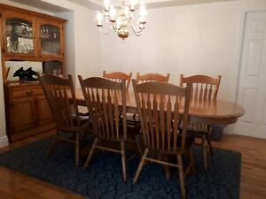 Solid Oak Dining Room Set (10 pieces)