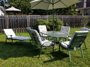Set de patio  7 chaise, table, coussins et parasol