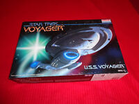 STAR TREK VOYAGER MODEL SET