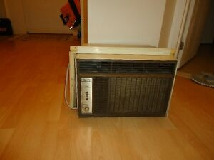 Air Climatisé 10000 BTU à vencre en excellente condition
