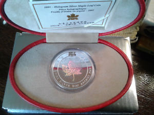 2001 1OZ HOLOGRAPHIC  SILVER MAPLE LEAF COIN