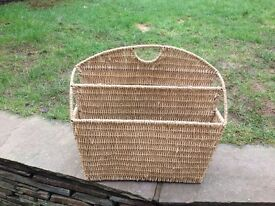 LOVELY LARGE SEAGRASS 4 SECTION MAGAZINE RACK/OFFICE STORAGE
