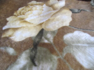 Stylish Bed Cover (Queen size) in great condition