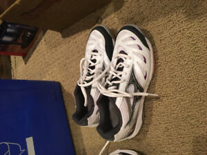 Court sneakers( good shape) size US W8 on label