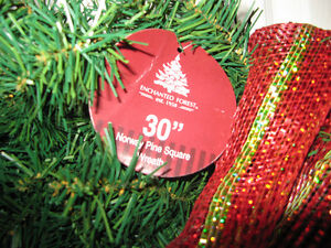 New with tag 30 inch Square faux Wreath $20.00 Windsor Region Ontario image 2