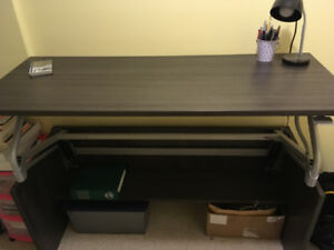 Pneumatic adjustable office work desk