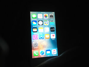 Perfect condition and new blue case 5c-16 GB Strathcona County Edmonton Area image 3