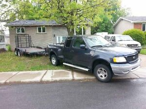 2000 Ford F-150 avec remorque plate-forme