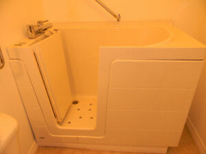 walk-in Jacuzzi handicap tub Peterborough Peterborough Area image 2