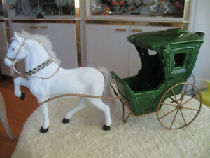 CHARMING OLD VINTAGE {'60's} HORSE and CARRIAGE CENTREPIECE