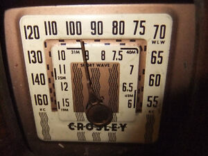 crosley tube radio in good cond , works but needs new power cord Kitchener / Waterloo Kitchener Area image 2